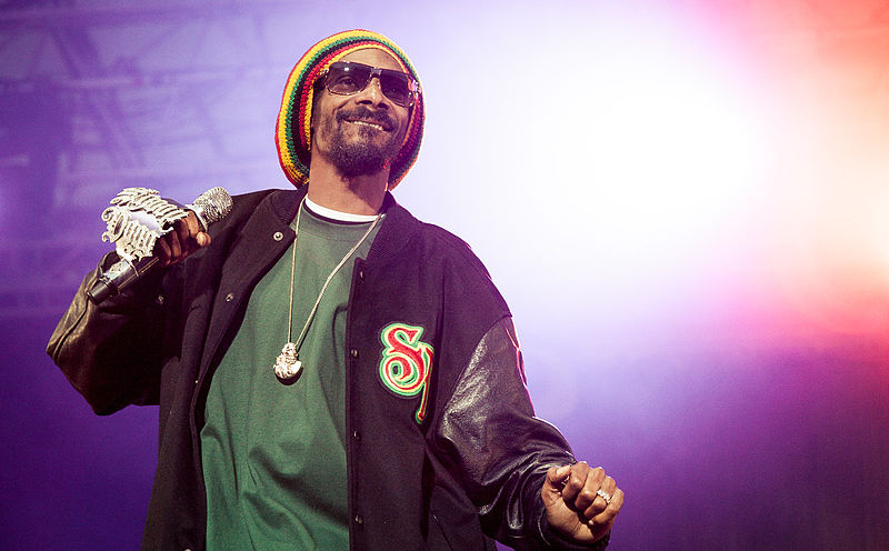 800px Snoop Dogg performing at Hovefestivalen 2012